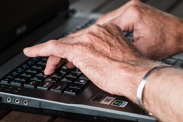 hands 545394 640 - jQueryでできることやメリット・使い方は?勉強したい初心者向けに徹底解説