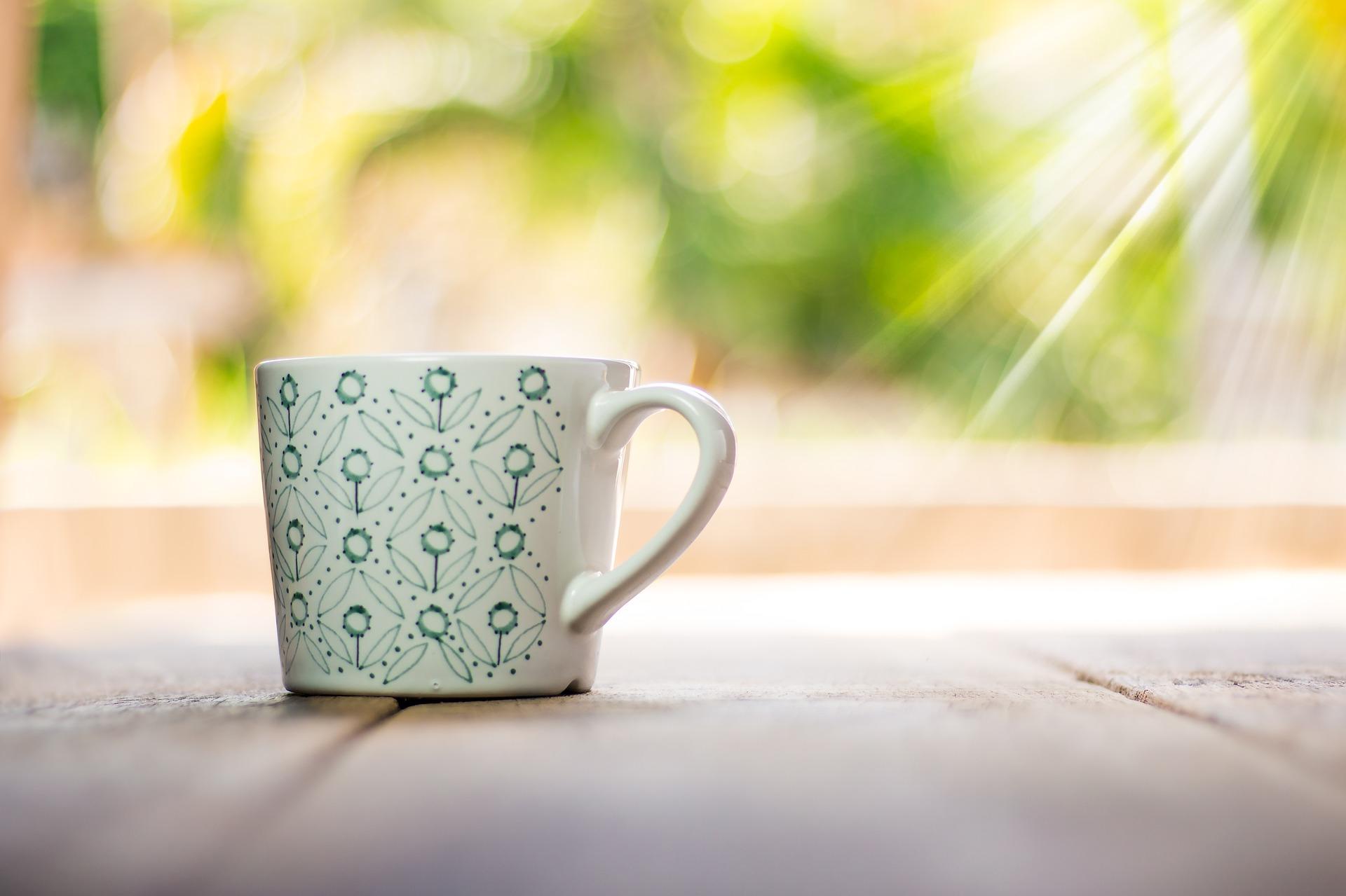 cup 2318315 1920 - ユーザーに読みやすくモダンな印象を与えるレイアウトとは?