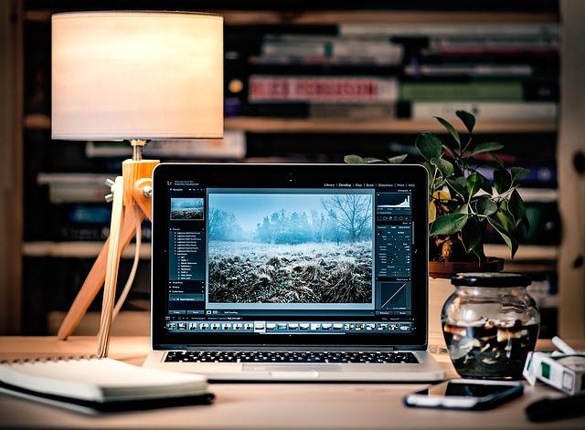 laptop 1246672 640 - WordPressでのブログの作り方は?初心者が知識ゼロからブログを始める方法