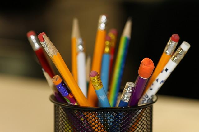 pencils 2409975 640 - WordPressでのブログの作り方は?初心者が知識ゼロからブログを始める方法