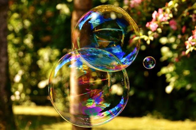 soap bubble 2403673 640 - WordPressでのブログの作り方は?初心者が知識ゼロからブログを始める方法
