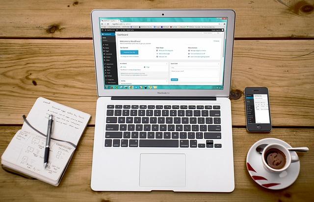 laptop 593673 640 - WordPressで作られている企業サイトの例TOP5を個人的に推薦してみた