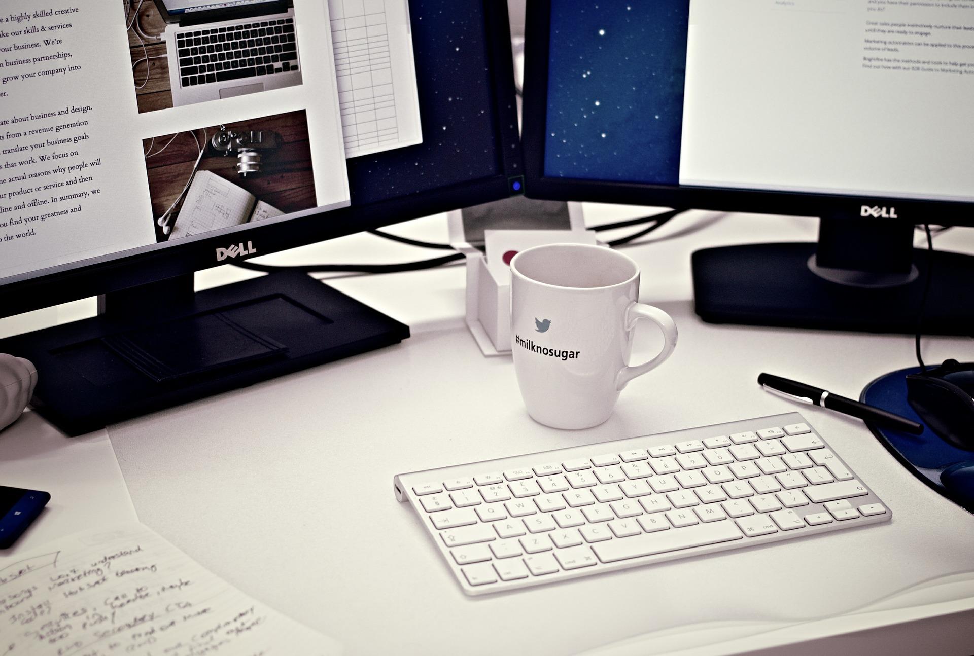 workstation 405768 1920 - WordPressのログインURL変更方法とセキュリティ対策におすすめのプラグイン