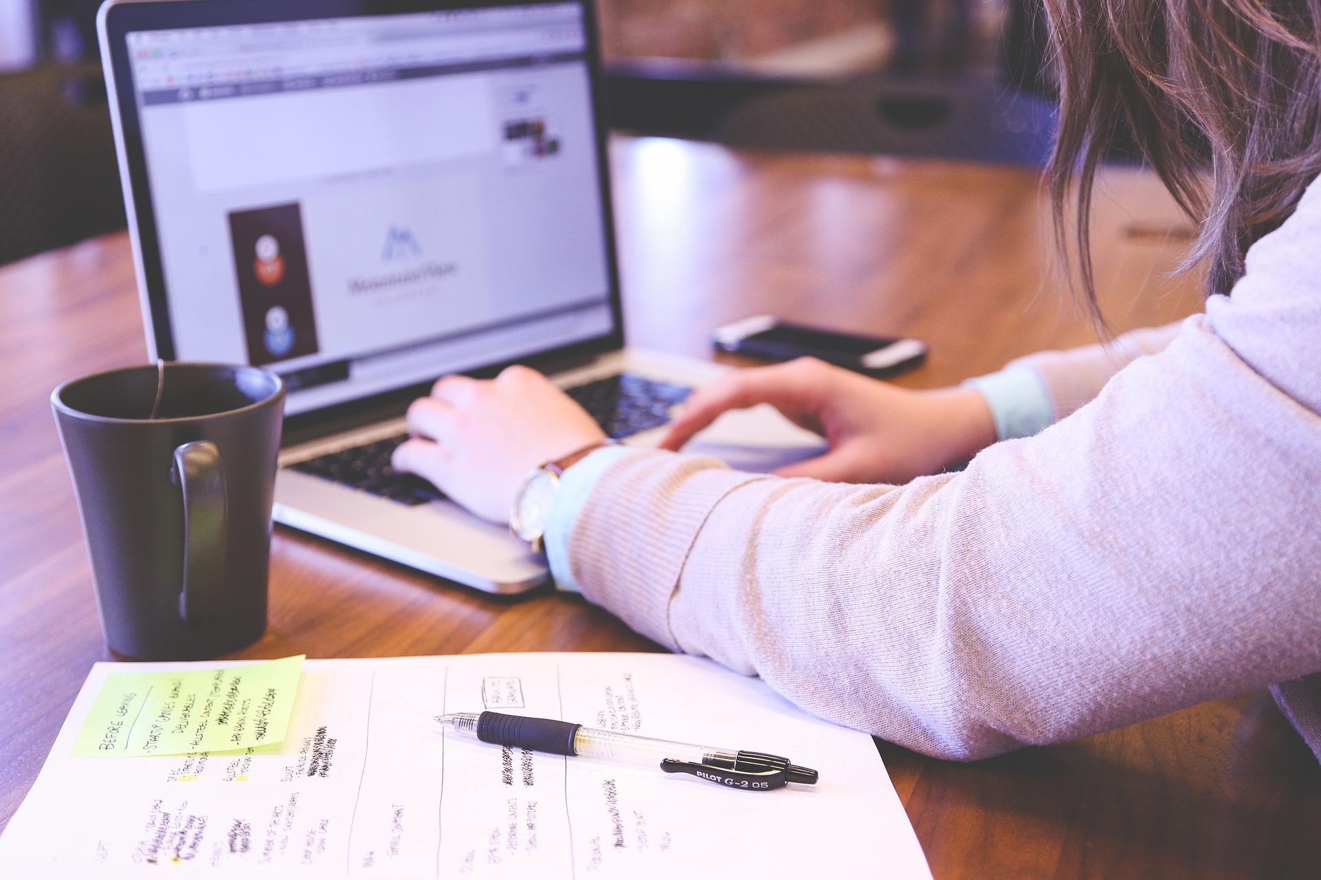 student 849822 1920 - WordPress Popular Postsの設定やカスタマイズの方法まとめ!人気記事をランキング形式で表示