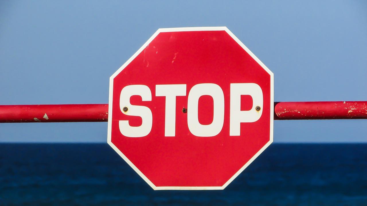 stop 1533711474 - ワードプレスのダウンロードサイトは初心者に絶対おすすめできない理由